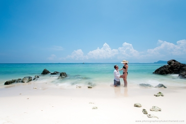 couple,honeymoon photography in phuket thailand