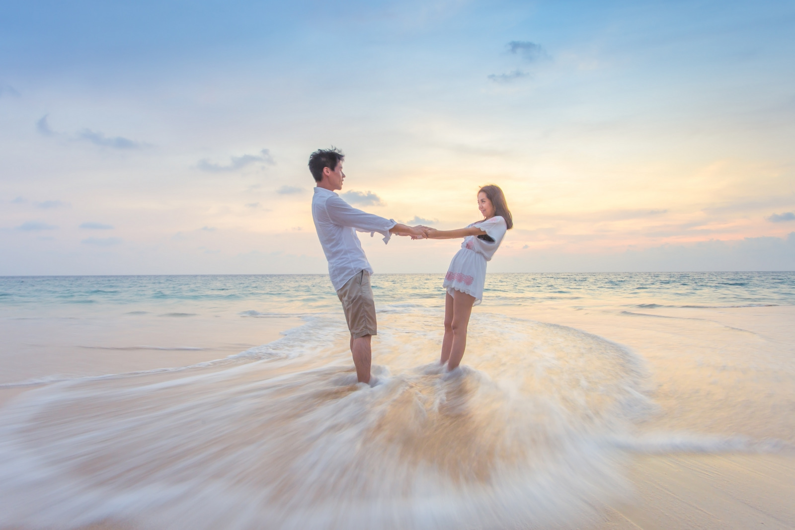 Pre wedding photographer phuket thailand for Beach wedding photos