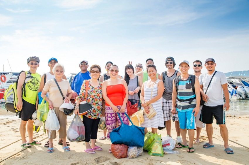 family reunion photo session at Coral island Phuket Thailand
