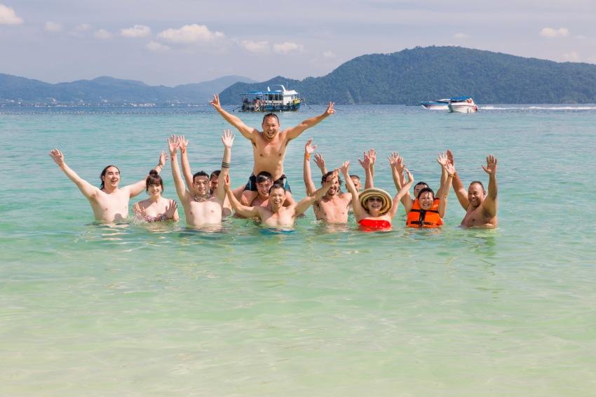 reunion family photo session at Racha island phuket thailand-006