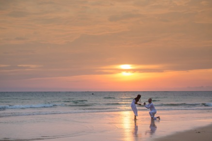 american-marriage-proposal-at-naiyang-beach-032