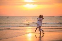 american-marriage-proposal-at-naiyang-beach-035
