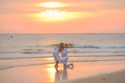american-marriage-proposal-at-naiyang-beach-043