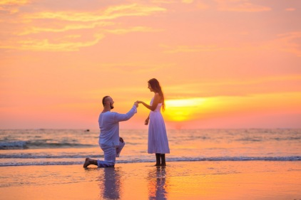 american couple -marriage-proposal-at-naiyang-beach phuket