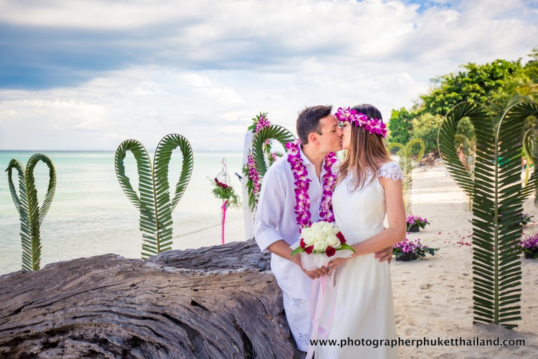 wedding-photo-session-at-phi-phi-island-krabi-thailand-839