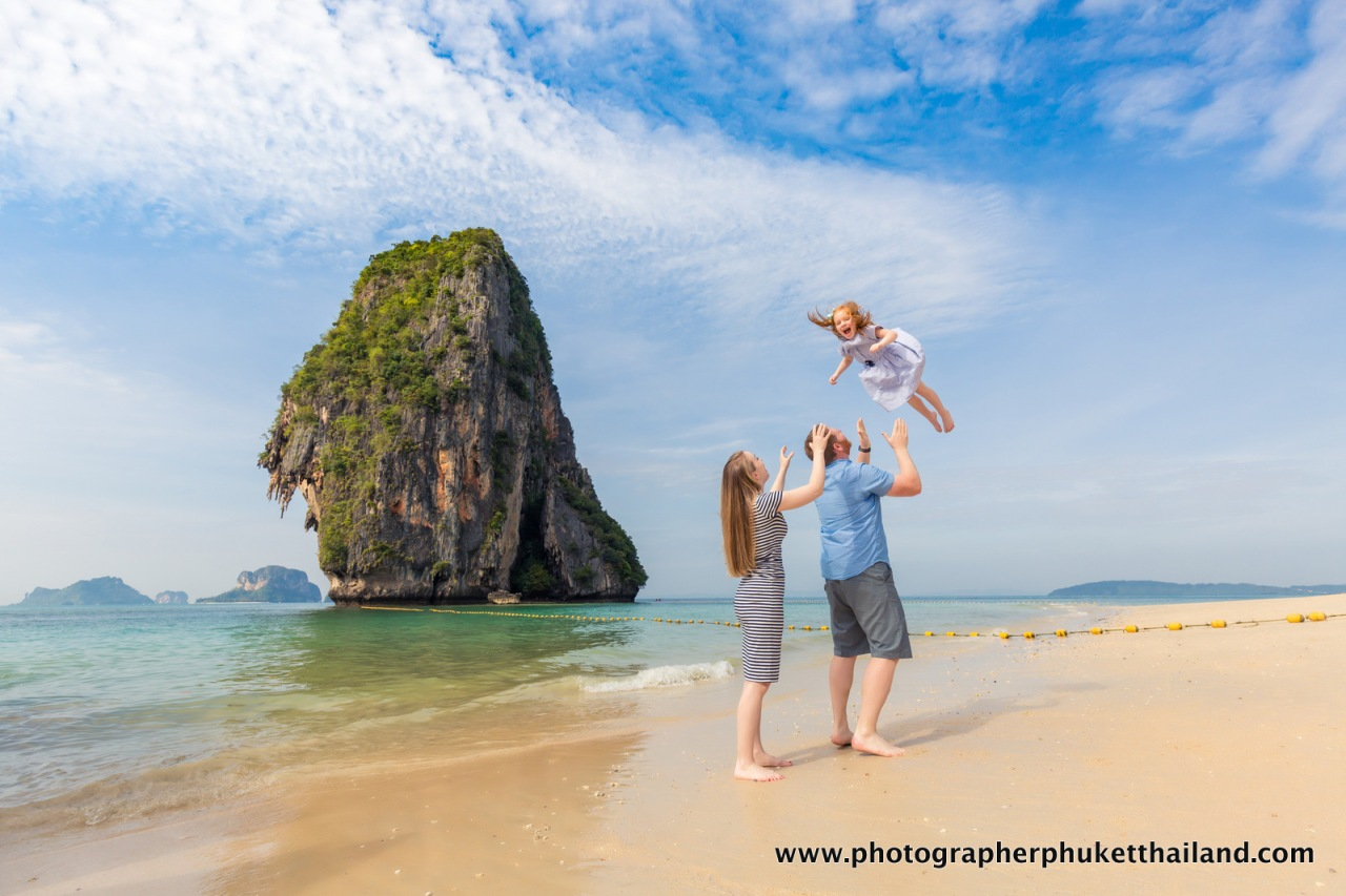 family photo shooting at pra nang cave beach Krabi-037
