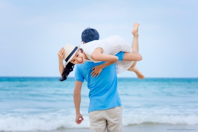 couple photoshoot at karon beach phuket