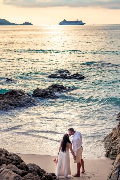 couple photoshoot at kalim bay phuket