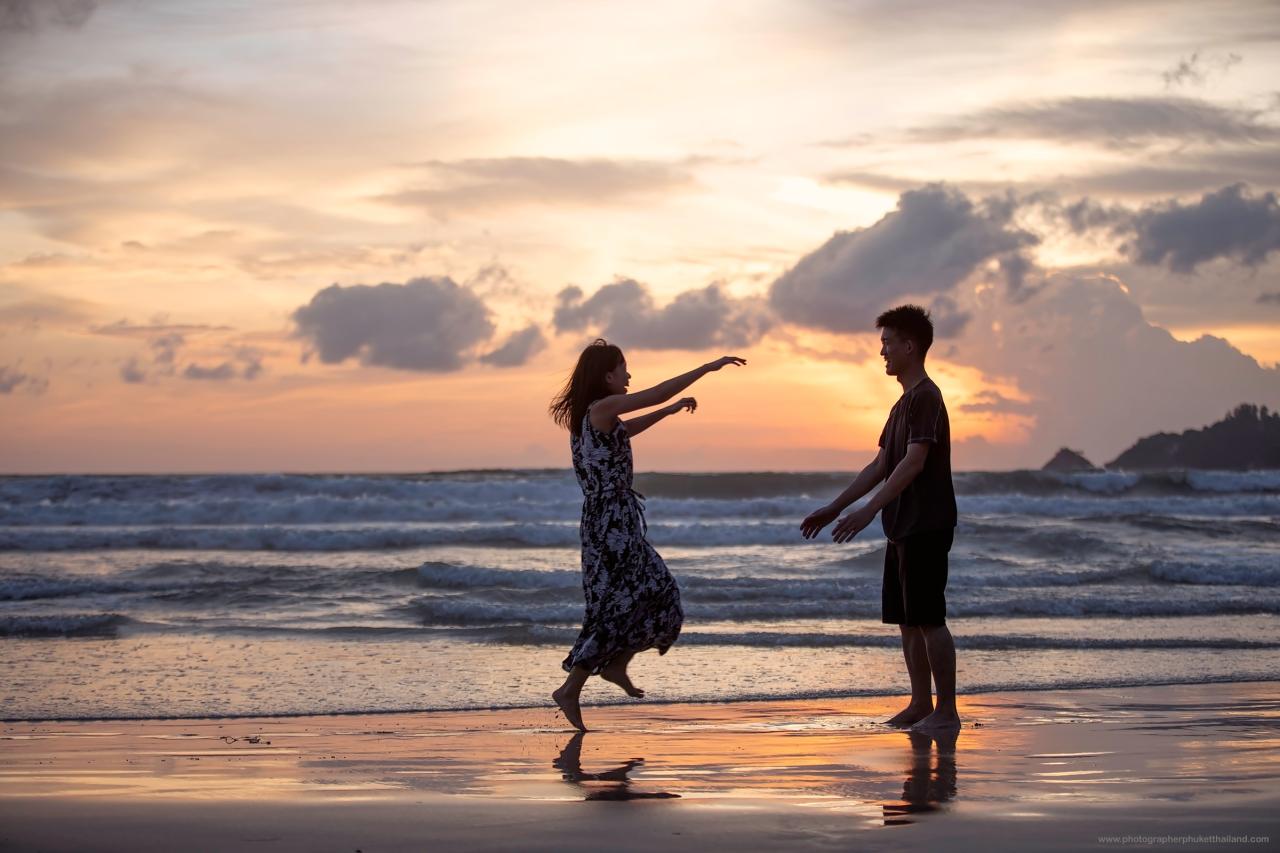couple photoshoot at Patong beach phuket by photographerphuketthailand